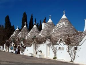 1012px-Trulli_Alberobello11_apr06